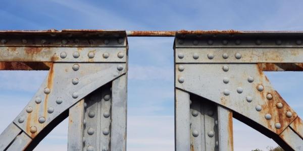 """По """"Железния мост"""" към индустриалния дизайн"""